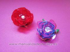 Broche Rosa hecho con envases de PET