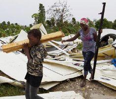 O Haiti está tentando voltar ao normal, nesta segunda-feira, após a passagem da tempestade tropical Isaque pela ilha, na madrugada de sexta para sábado.  Segundo o Escritório da ONU para Assistência Humanitária, Ocha, pelo menos oito pessoas morreram com as fortes chuvas e ventos. A Missão de Estabilização no Haiti, Minustah, informou que as mortes ocorreram por causa da queda de árvores e de postes de eletricidade.  De acordo com agências de notícias, o Isaque teria feito mais três vítimas.