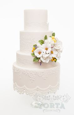 1000+ images about Wedding cakes on Pinterest | Round ...