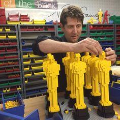 A exposição 'Art Of The Brick' ocupa o Museu Histórico Nacional com personagens e objetos criados pelo artista Nathan Sawaya.