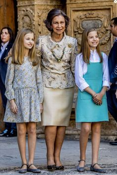 Princess Sofia of Spain, Princess Leonor of Spain and Queen Sofia attend the Easter mass on April 2018 in Palma de Mallorca, Spain. Greek Royal Family, Spanish Royal Family, Royal Fashion, Indian Fashion, Camille Gottlieb, Queen Sophia, Royal Families Of Europe, Style Royal, Kid Outfits