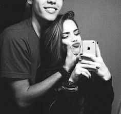 Teen couples are so sweet and cute and for all the girls in school are dreaming to have a perfect relationship with your prince charming. Teen couples are so na Couple Tumblr, Tumblr Couples, Teen Couples, Couple Bi, Photo Couple, Sweet Couple, Couple Things, Guy Best Friend, Best Friend Goals