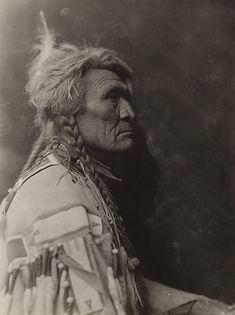 Apsáalooke Crow Tribesman, 1910 –- photo by Richard Throssel