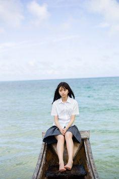 乃木坂46・齋藤飛鳥の1st写真集。 北海道と沖縄で撮影しました。 気球に乗ったり、木の船に乗ったり、セグウェイに乗ったり・・・。 本邦初公開となる水着も披露。 見たことのない彼女の素顔が詰まっています。