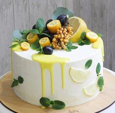 Fruit cake - fresh fruit with cream makes the fruit cake delicious and beautiful, everyone likes it - Page 32 of 37 - Hochzeit - Dessert Beautiful Birthday Cakes, Beautiful Cakes, Amazing Cakes, Stunningly Beautiful, Fruit Cupcakes, Cupcake Cakes, Cake Fondant, Bolos Naked Cake, Cake Recipes