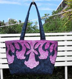 紫色のグラデーションがきれいな エンゼルストランペットをモチーフにした トートバッグです。