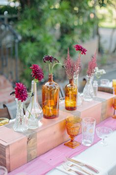 Rustic modern wedding decor | Photo by Joielala | Read more - http://www.100layercake.com/blog/?p=68418