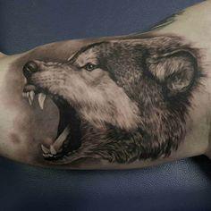 tattoos mit bedeutung wolf tattoo arm