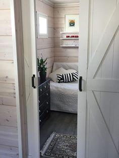 White Barn, Line Design, Entryway, Doors, Inspiration, Furniture, Home Decor, Entrance, Biblical Inspiration