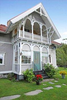 Bilderesultat for glassveranda Scandinavian Cottage, Swedish Cottage, Swedish House, German Houses, Building Extension, Home Focus, Nordic Home, River House, Wooden House