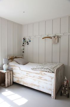 Board-n-batten for the guest room?! Much more polished looking then pallet walls.