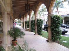 The romantic arches at Worth Avenue (Palm Beach, Florida)