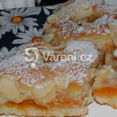 Fotografie receptu: Snadný meruňkový koláč Czech Recipes, Ethnic Recipes, Bread Recipes, Cooking Recipes, Pavlova, Sweet Desserts, Desert Recipes, French Toast, Food And Drink