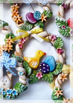 Mark saved to paperSalt Dough Easter Wreath - Salt Dough Projects, Salt Dough Crafts, Salt Dough Ornaments, Salt Dough Decorations, Easter Arts And Crafts, Easter Activities, Tic Tac Toe, Hoppy Easter, Easter Wreaths