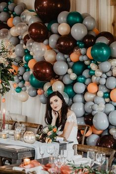 Balloons Go Chic in this Glam Barn Reception- Decorate your wedding reception with this beautiful balloon backdrop. Click the link for more wedding balloon backdrop inspiration. Wedding Ballon Decorations, Balloon Decorations, Wedding Centerpieces, 21st Decorations, Balloon Lights, Balloon Backdrop, Balloon Wall, Bridal Shower Balloons, Wedding Balloons