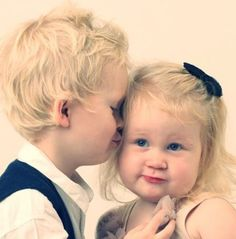 Brother and sister ! So lovely!