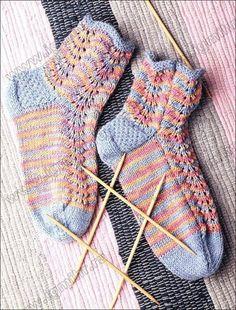Носки пестрые с ажуром, связанные на двух спицах