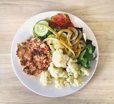 La imagen puede contener: 1 persona, comida Persona, Cauliflower, Vegetables, Food, Healthy Recipes, Plate, Head Of Cauliflower, Veggies, Cauliflowers