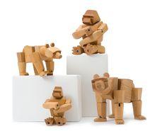 David Weeks zdobył w 2009 roku nagrodę Good Design za projekt Niedźwiedzicy Ursy oraz Goryla Hanno.