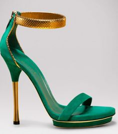Bad as you wanna be in Gucci sandals with a gold snake ankle strap!