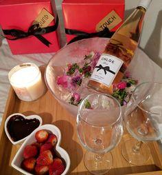 Romantic Hotel Rooms, Romantic Master Bedroom, Romantic Meals, Romantic Evening, Romantic Food, Romantic Valentines Day Ideas, Valentines Day Decorations, Valentine's Day Hotel, Romantic Room Surprise