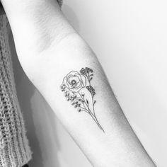 #carinsilverat @lesmauxbleus #firsttattoo #tattoo #fineline #fineliner #fineliner #tats #tattooparis #paris #ink #inked #instaink #inkedlife #instagram #bw #blackwork #blackworkers #blackandwhite #blackworktattoo #instatattoo #instainked  #tatouee #tatouage #flowertattoo #lemarais #flowers #fleurs #triangletattoo #dotstattoo