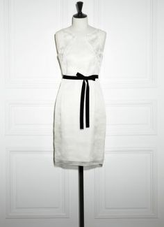 Robe blanche noeud noir Paule Ka
