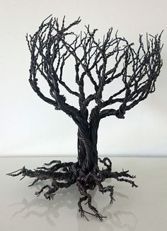 Whomping Willow tree. Gothic Harry Poter ike tree    This tree has been made to give an essence of goth , majestic and mysterious vibe. Is significantly heavier and stronger as a structure than my other trees as is made by approximately 0.6-0.7 mm black rusty wire gauge 22 in comparison with my other works that are usually with 26 gauge wire.Its around 25 cm tall . This tree to maintain a rustic antique feel is made of black rusty wire. If you dont wish your tree to become rusty contact me…
