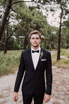 guide to mens wedding suits Groomsmen Attire Black, Groomsmen Suits, Bridesmaids And Groomsmen, Black Suit Groom, Groom Tuxedo, Wedding Groom, Wedding Men, Wedding Suits, Gothic Wedding