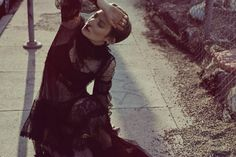 Актриса Миа Васиковска (Mia Wasikowska) украсила обложку Flaunt Magazine. Автором фотосессии стал Карлос Серрао (Carlos Serrao).