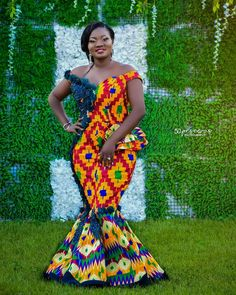 """COUNTRYKENTE (GH) ™ on Instagram: """"Photo by @50pesewas_photography Kente outfit designed by @kokastyle_gh MUA by @glowshades_artistry"""" African Outfits, African Clothes, African Attire, African Traditional Wedding Dress, African Fashion Traditional, Spring Clothes, Spring Outfits, Bridal Hair Tiara, Ghana Wedding"""