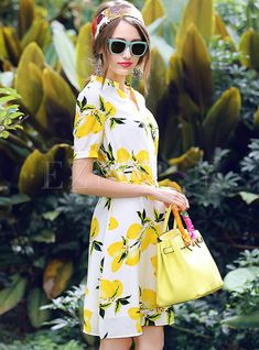 34 Stunning Summer Colorful Outfits For Girls - At the point when the summer season starts and the climate heats up, it is hard not to go out running into the outside to appreciate the sun that has . Good Woman, Lemon Print Dress, Dress Outfits, Girl Outfits, Frack, Long Shirt Dress, Vintage Mode, Yellow Fashion, 1960s Fashion