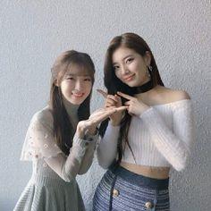 Suzy&Arin(OH MY GIRL) 180204 SBS Inkigayo