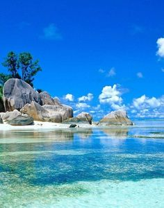 Seychellen - looks like the beach where Moana finds Maui! Places To Travel, Places To See, Travel Destinations, Travel Deals, Budget Travel, Dream Vacations, Vacation Spots, Vacation Travel, Beach Travel