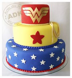 Wonder Woman Cake by Arte da Ka Wonder Woman Cake, Wonder Woman Birthday, Wonder Woman Party, Birthday Woman, Fancy Cakes, Cute Cakes, Decors Pate A Sucre, Decoracion Baby Shower Niña, Bolo Fack