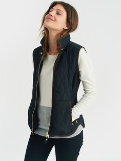 When the temperature drops this is the gilet to keep close to hand.   Quilted with side rib panels to add definition and shape it's a real slim-fit favourite.     Look out for our new season print lining too.    Features:    Joules embroidery   Zipped pockets   Sleeveless   Curved hem   Quilted      Fabric/Care:    100% Polyester LINING: 100% Cotton WADDING: 100% Polyester   Machine washable   Tumble dry on a low heat   Do not iron      About Joules:  ...