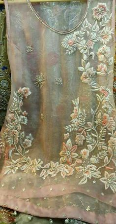 Ideas For Embroidery Designs Flowers Haute Couture Hand Work Embroidery, Flower Embroidery Designs, Embroidery Suits, Embroidery Fashion, Vintage Embroidery, Beaded Embroidery, Embroidery Stitches, Embroidery Patterns, Kurti Embroidery