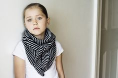 Misty Bliss' holiday kerchief (Baktus Scarf by Strikkelise) free download