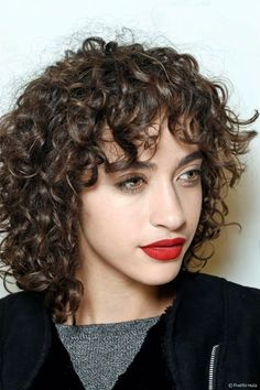 Wondrous Steffy Argelich Keeps It Natural In Fall Looks For Telva Curly Hairstyles For Men Maxibearus