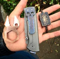 Hand Dump Edc Carry, Carry On, Edc Knife, Modern Gentleman, Edc Gear, Minimalist Wallet, Everyday Carry, Tactical Gear, Pocket Square