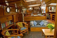 Cozy livingroom on board the ship Mallejan.