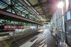 """Es ist wirklich mal etwas anderes im Vergleich zu den Trauungen in den """"üblichen"""" Trauzimmern eines Standesamtes. Die Stadtwerke Wuppertal bieten verschiedene Ambiente für Trauungen an. Eine Möglichkeit ist die Trauung im Kaiserwagen."""