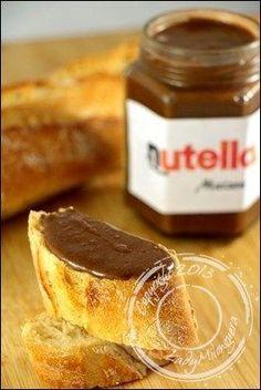 Le Nutella et moi, c'est une grande histoire… Une espèce d'alchimie, une réaction chimique qui se propage dans tout le corps dès que mes papilles entrent en contact avec le Nut' Et rien n'y fait, n…