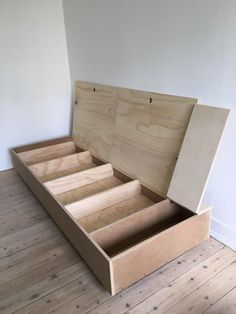 Billedresultat for daybed diy Multifunctional Furniture, Smart Furniture, Plywood Furniture, Upcycled Furniture, Cheap Furniture, Home Furniture, Furniture Design, Furniture Ideas, Furniture Removal
