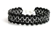 Beaded bracelet with superduo, o-beads  http://www.sashe.sk/kacenkag/detail/cierny-vecerny