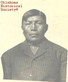 Asa Daklugie (1872-1955) - Son of the Apache chief Juh. Images - with no time - must have been taken at Fort Sill, Oklahoma, during the captivity of Chiricahuas, probably around 1900.