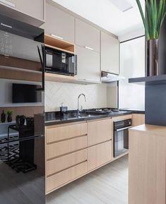 Toque de cor na medida certa promove modernidade em cozinha integrada cheia de aconchego!!!!! Projeto @rubiamvieirainteriores Inspiração…
