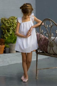 Vestidos niñas de arras Little Girl Fashion, Little Girl Dresses, Toddler Fashion, Little Girls, Kids Fashion, Flower Girl Dresses, White Ribbon, White Casual, Outfits Niños