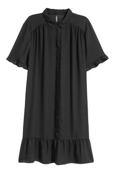 Short dress in an airy weave with a collar, concealed buttons down the front and a gathered yoke at the top. Short sleeved with frill trims and a seam at th