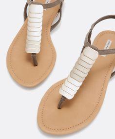 Sandalia plaquitas doradas - OYSHO